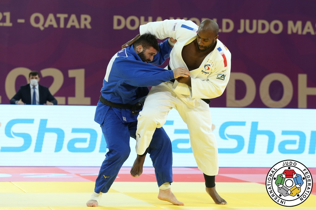 Master international senior au Qatar